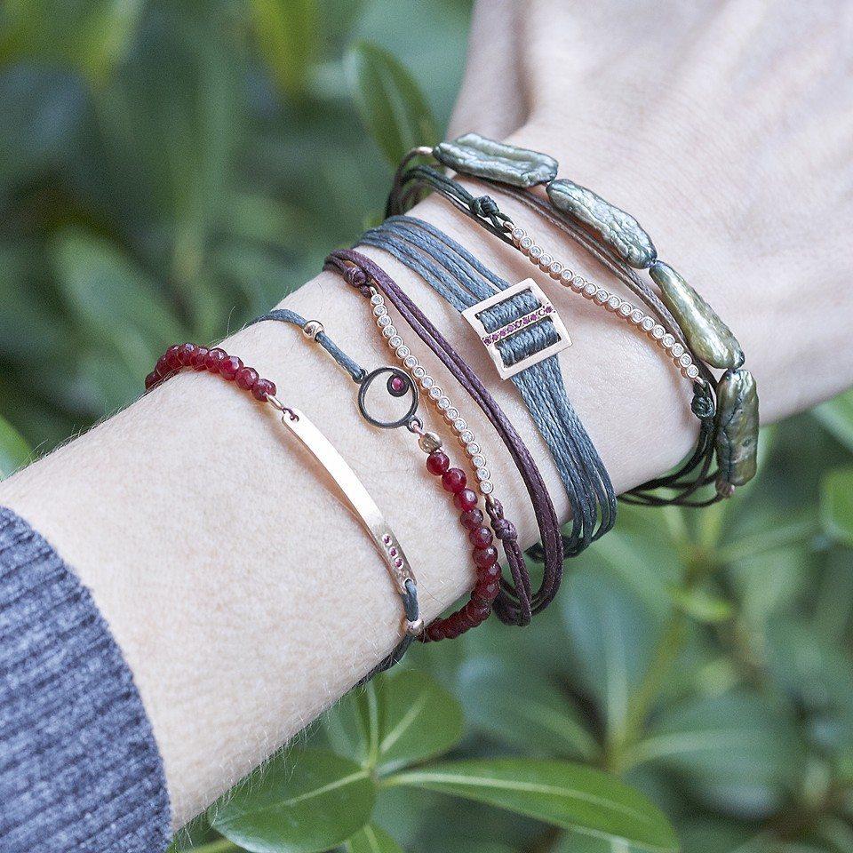 Κοσμήματα που συνδιάζονται εύκολα χρωματικά