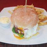 Burgers με μοσχαρίσιο κιμά.