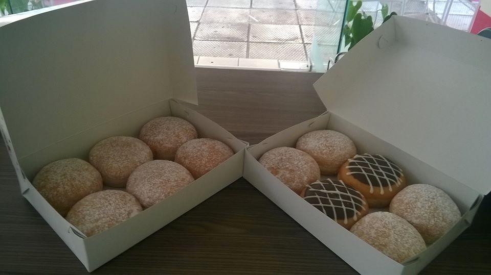 Διάφορα donuts έτοιμα για το σπίτι!