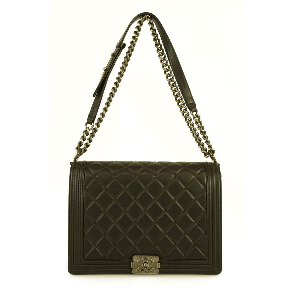 Τσάντα μαύρη Chanel.