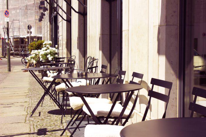 εξωτερική όψη καφετέριας στη lalista