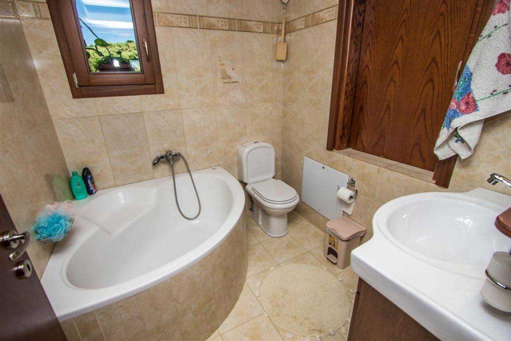 Το μπάνιο στη Βίλα.