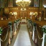 Ανθοστολισμοί εκκλησίας.