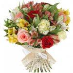 Ροζ, κίτρινο και λευκό με αλστρομέριες 9 τεμάχια και 9 τριαντάφυλλα σε μια γλυκιά συμφωνία!