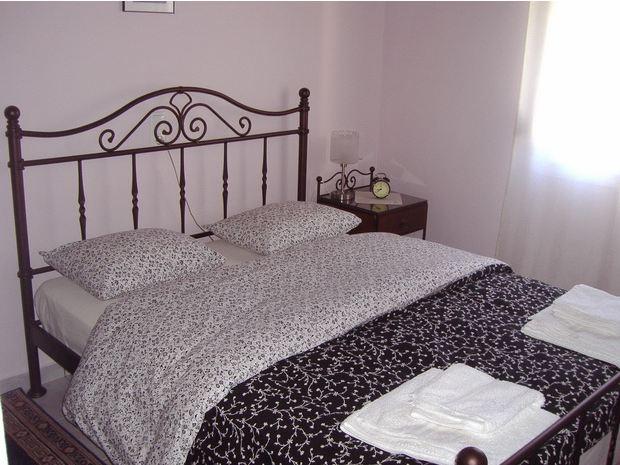 Ένα από τα υπνοδωμάτια της βίλας.
