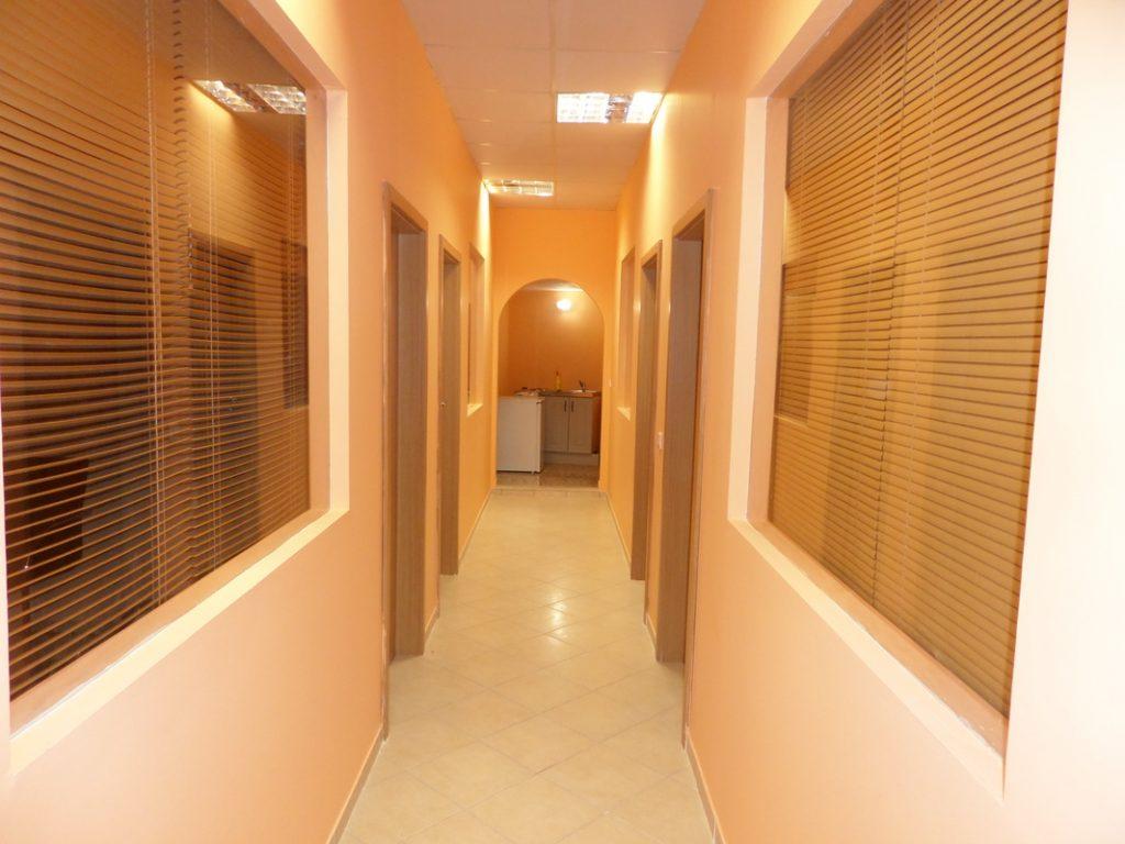 Διάδρομος δωματίων οδοντιατρικής κλινικής.