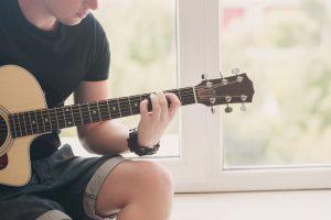 Εκμάθηση κιθάρας.